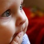 Bebés comiendo - Colchón de Cuna
