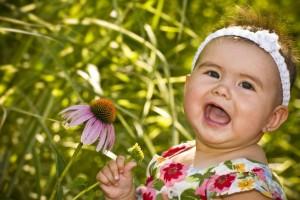 Bebés curiosos descubriendo la naturaleza…