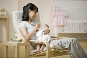 7 beneficios de un sillón de lactancia.